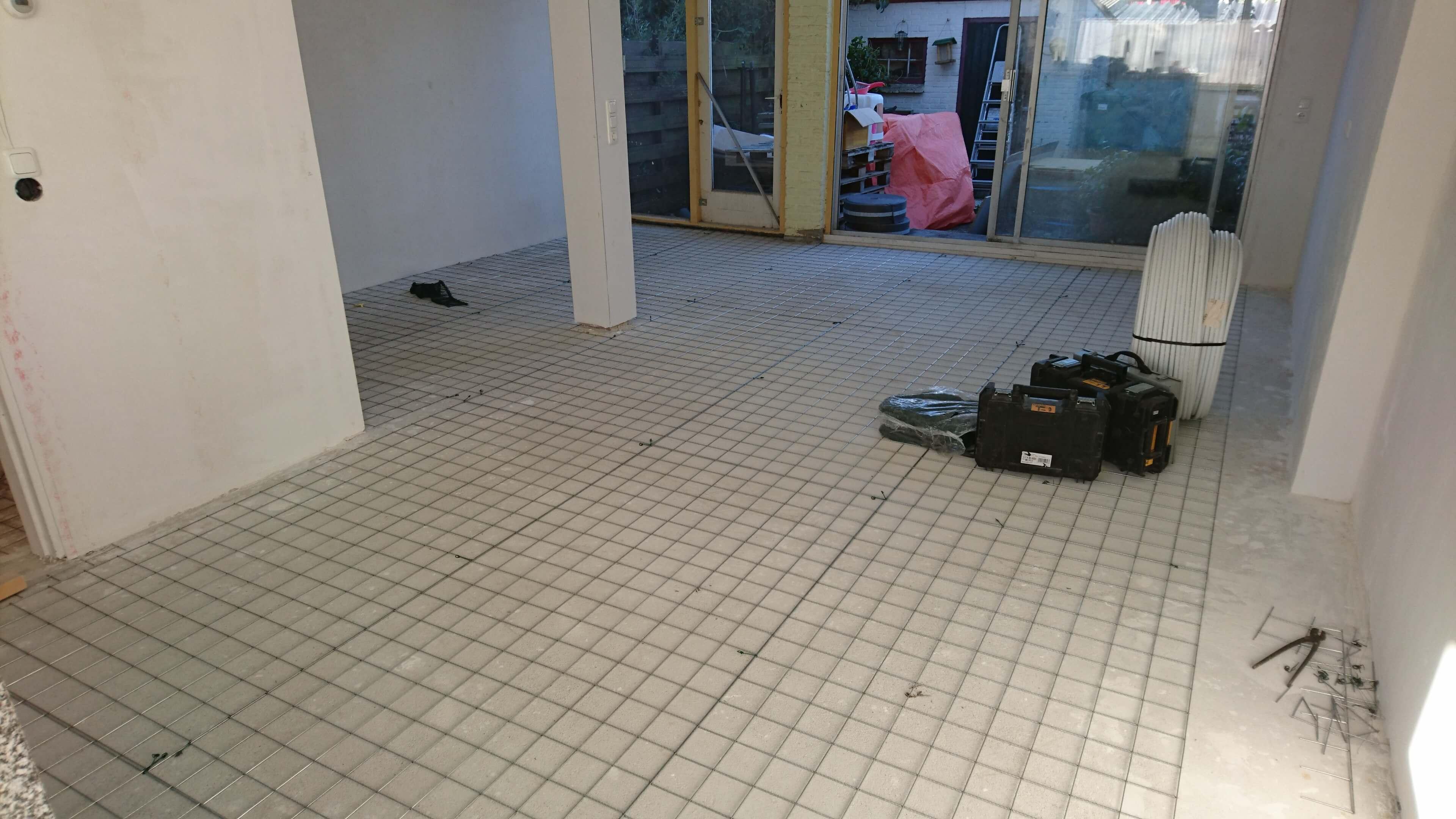 vloerverwarming op stalen netten. cv S&V Loodgieters Schiedam